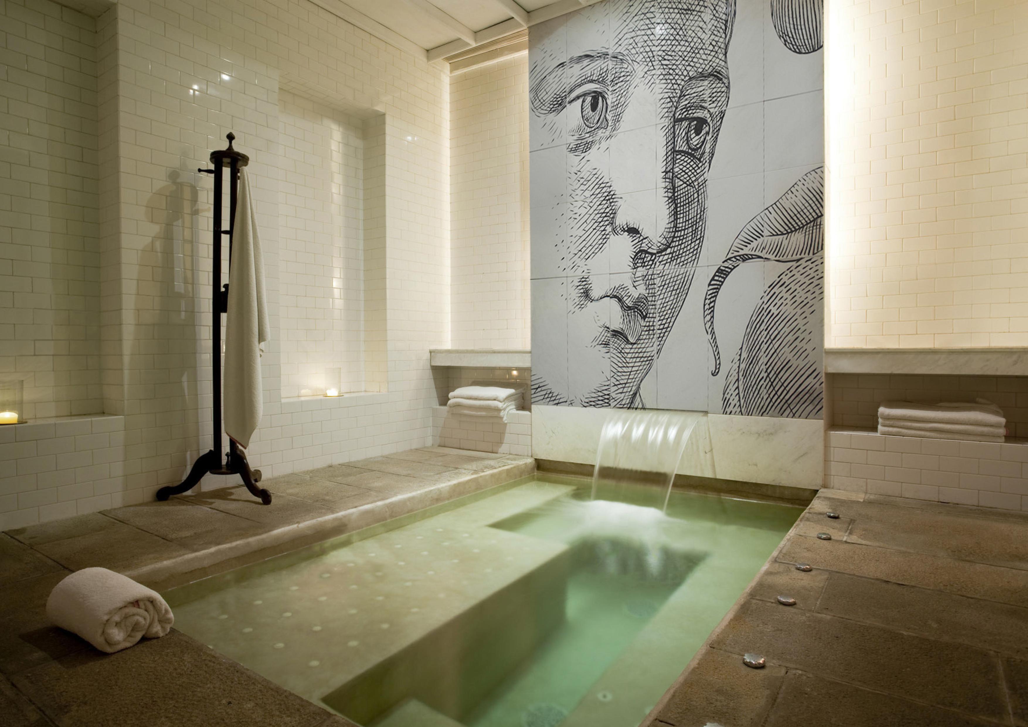 Mural de Bathco Atelier en spa de Florencia